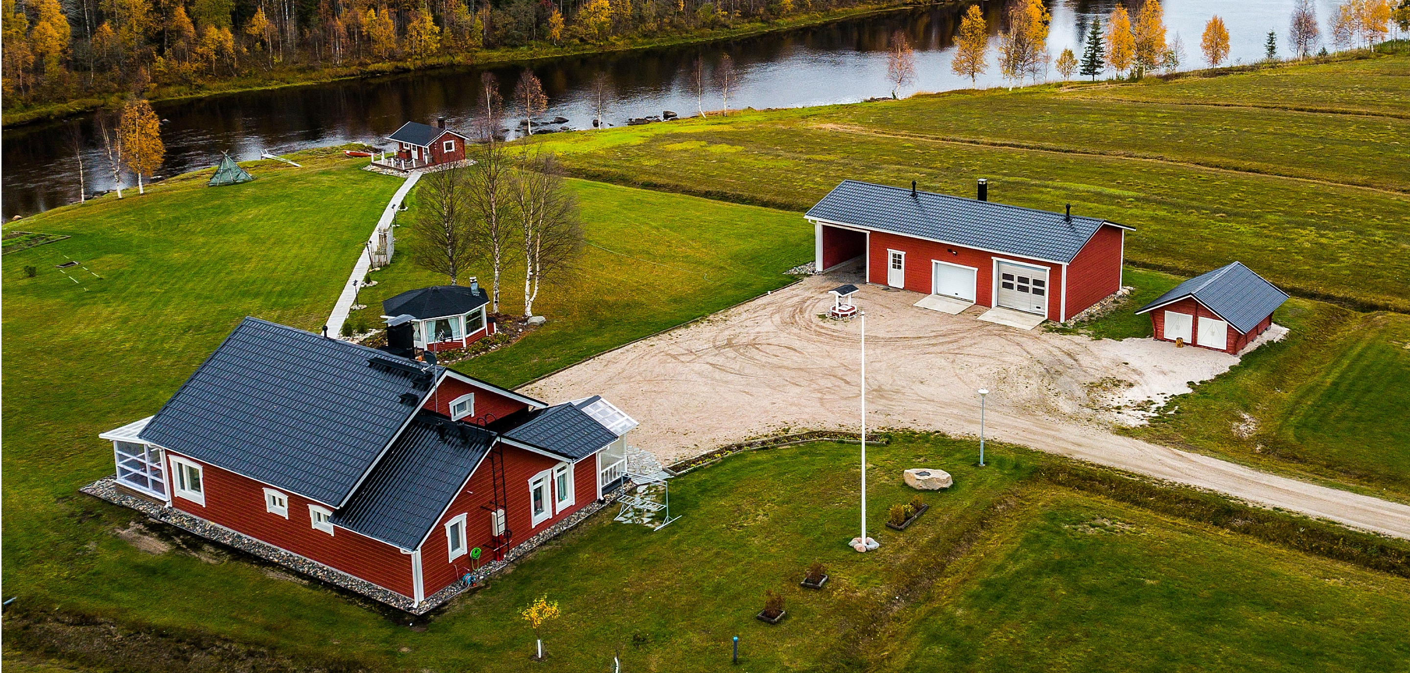 arctic-dreams-house-lapland-luxury-hotel-private-river-view