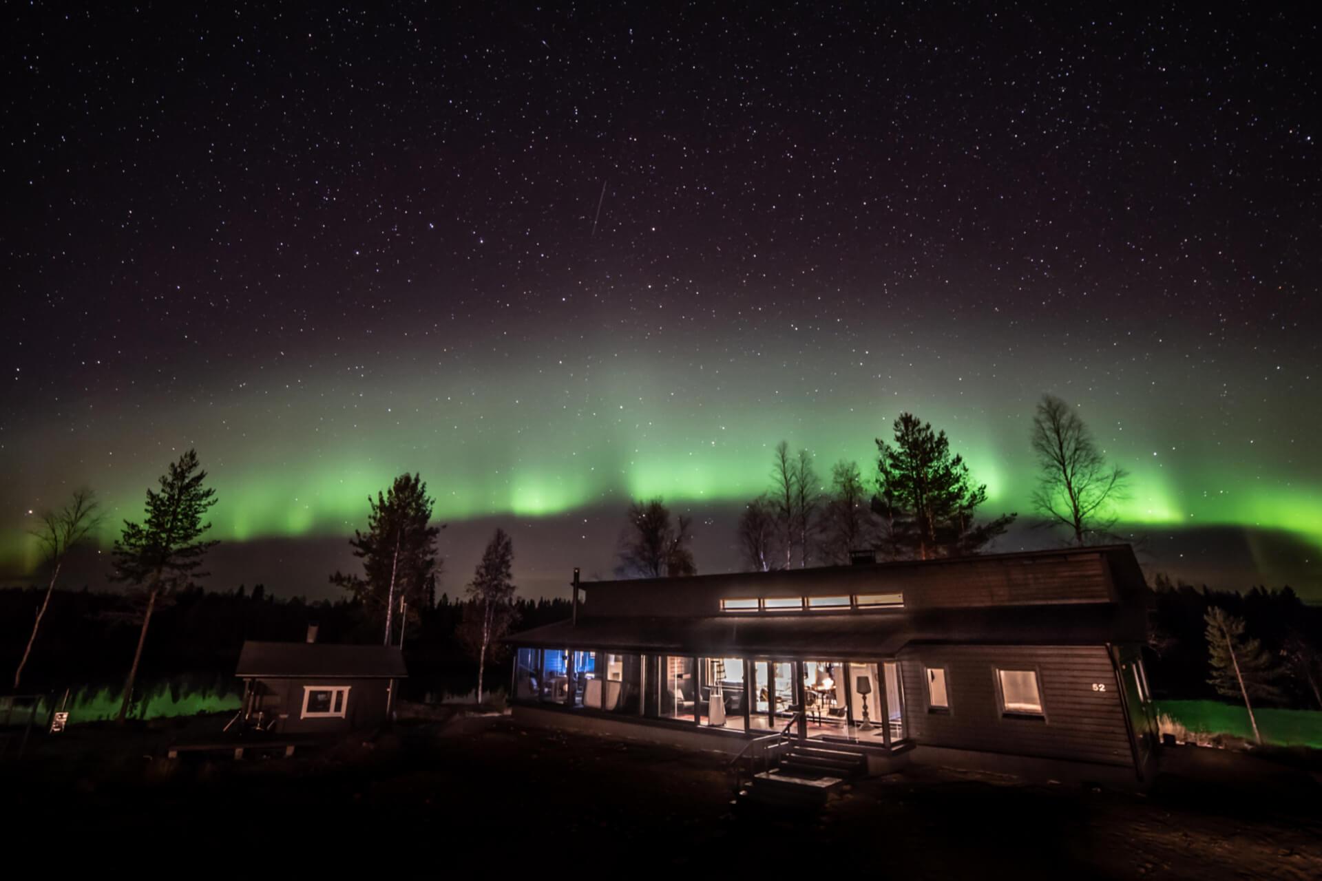 Wikkelä villa under the northern lights view